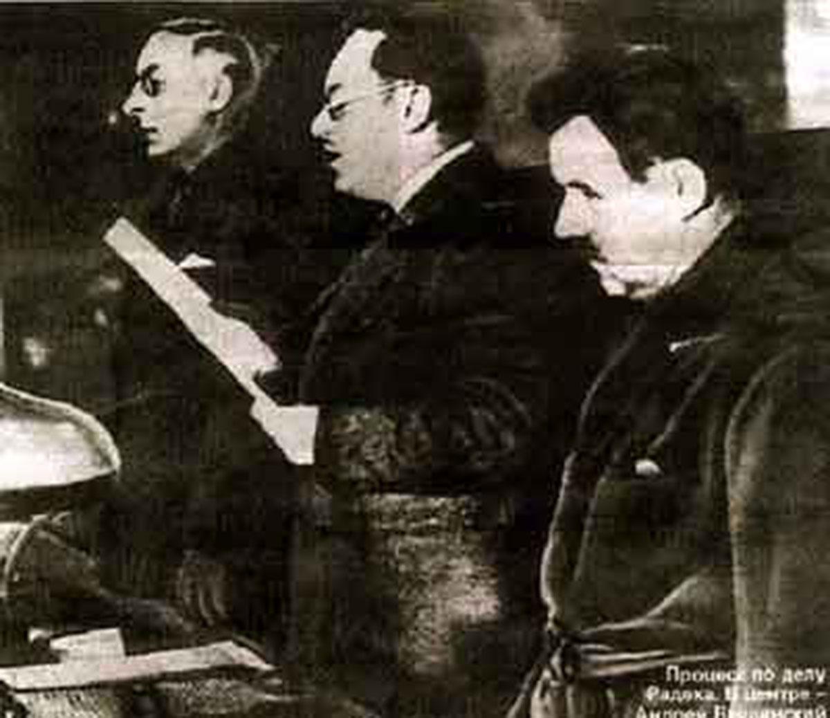 Андрей Вышинский зачитывает  обвинение, Москва, январь 1937 года