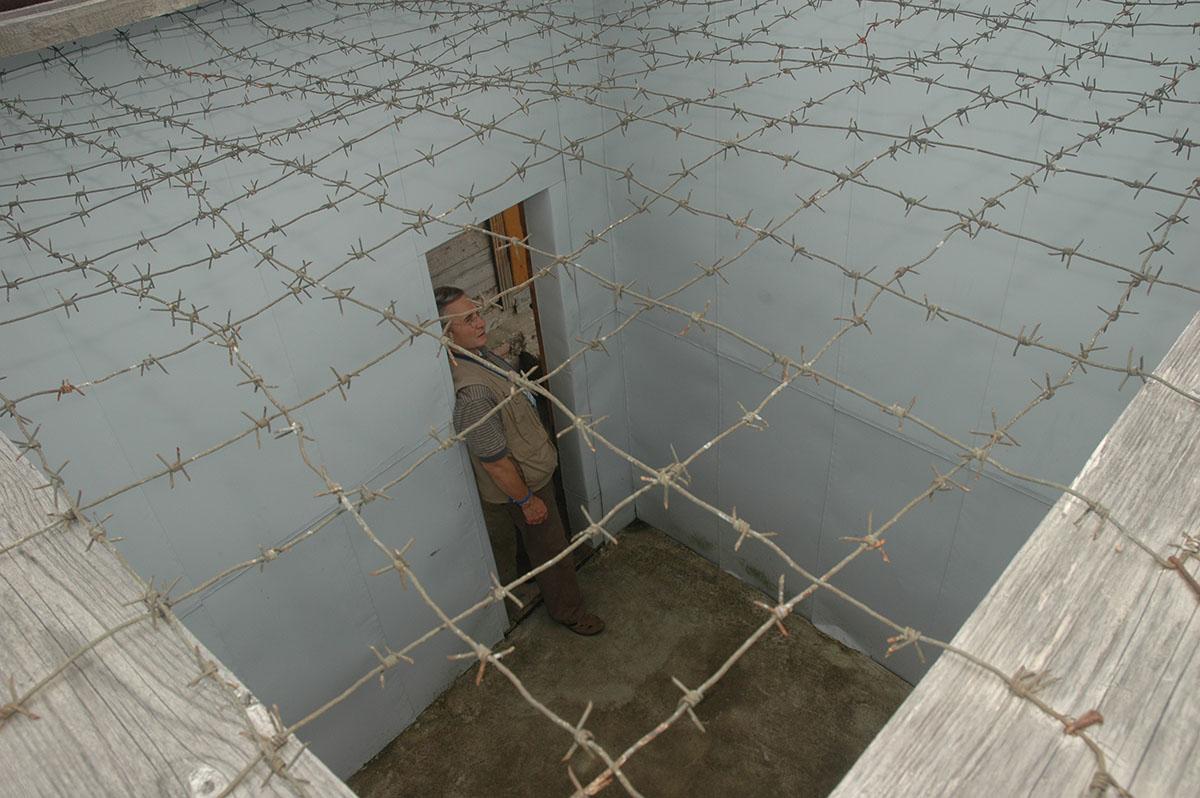 Прогулочная камера лагеря «Пермь–36», вид сверху: эта фотография сделана Иваном Ковалевым,  сыном Сергея Адамовича Ковалева, который сидел в этой зоне в 1970-х годах