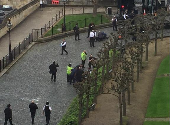 СМИ назвали имя террориста, совершившего атаку вцентре Лондона