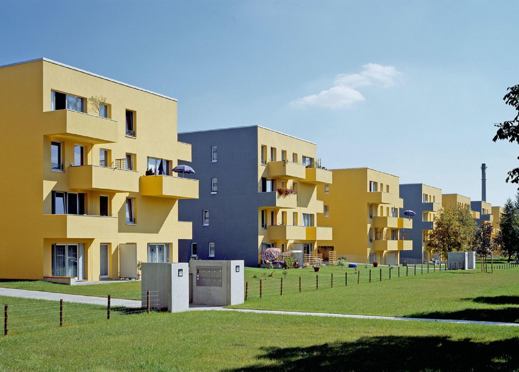 Недорогие квартиры в четырехэтажных домах для молодых семей —  еще один проект Штефана Форстера, 2004 год