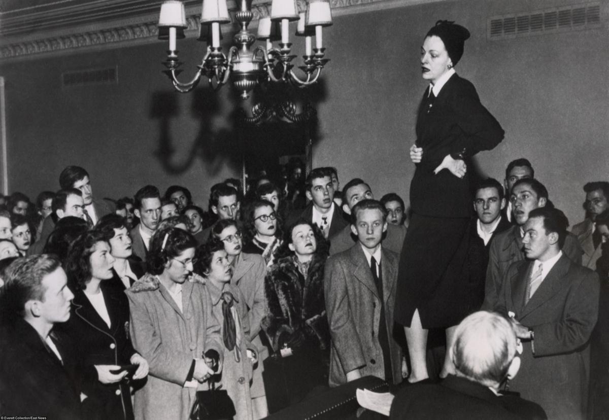Эллен Дуглас, актриса и член Палаты представителей Конгресса США,была одним из лоббистов принятия программы восстановления Европы, среди студентов колледжа,Вашингтон, март 1948 годаФото: EVERETT COLLECTION/EAST NEWS