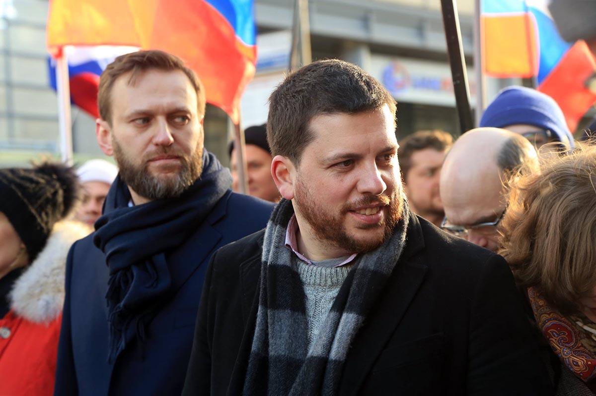 Глава федерального избирательного штаба Алексея Навального Леонид Волков (справа) и Алексей Навальный. Фото: Facebook.com